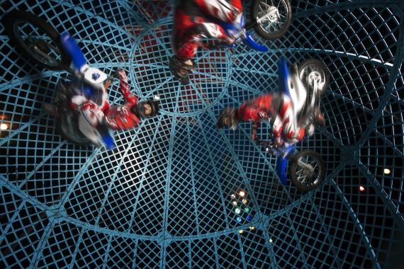 Zippos Circus - Lucius team, Globe of Terror (1)
