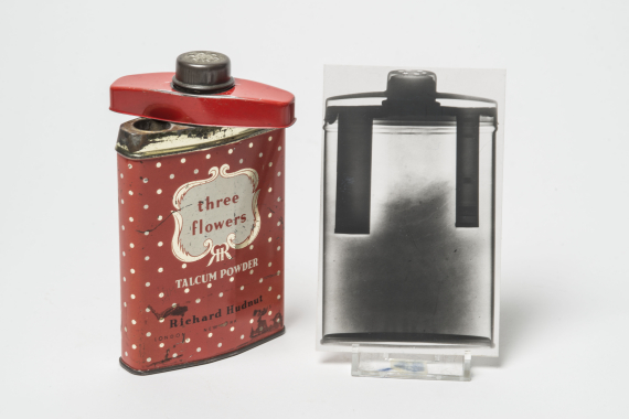 Espionage: Talcum powder tin used to conceal microfilm by the Krogers, members of a Russian spy ring, 1961 © Museum of London