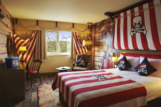 PiratePremiumMainBedroom-550