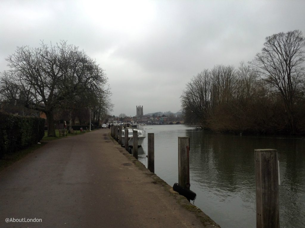 Henley-on-Thames riverside walk