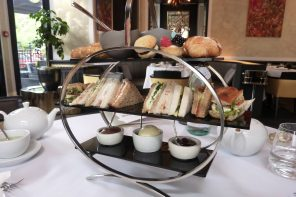 Baglioni afternoon tea - cake stand