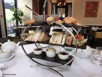 Baglioni afternoon tea - cake stand