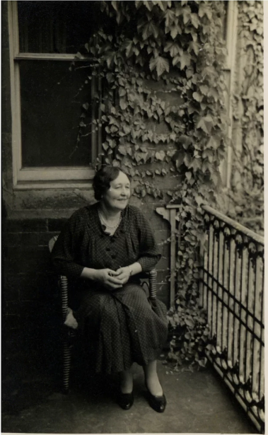 Dorothy Walker at the Malvern Hotel photographed by G Bernard Shaw