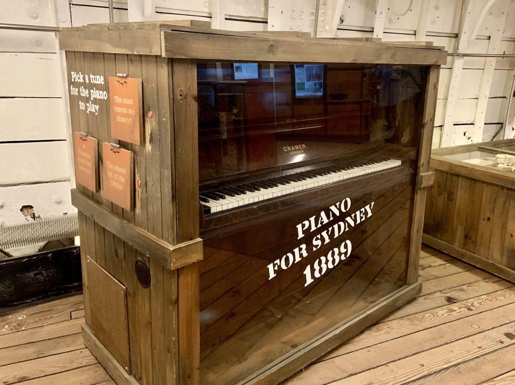 Cutty Sark piano