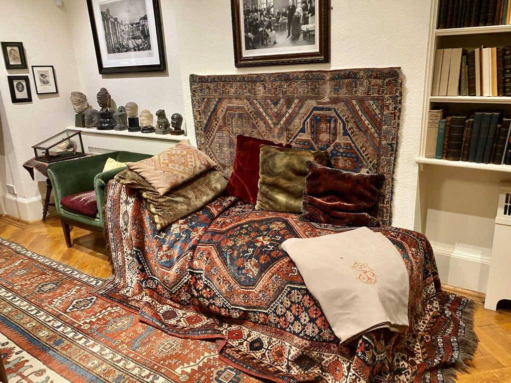 Sigmund Freud psychoanalytic couch